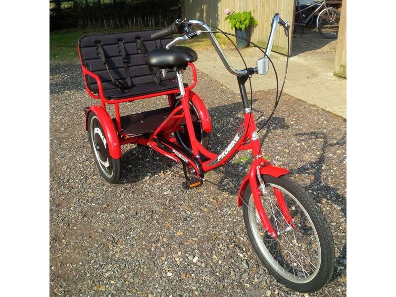 SOUTHWATER CYCLE HIRE 4 hour Tricycle Kid Carrier hire click to zoom image